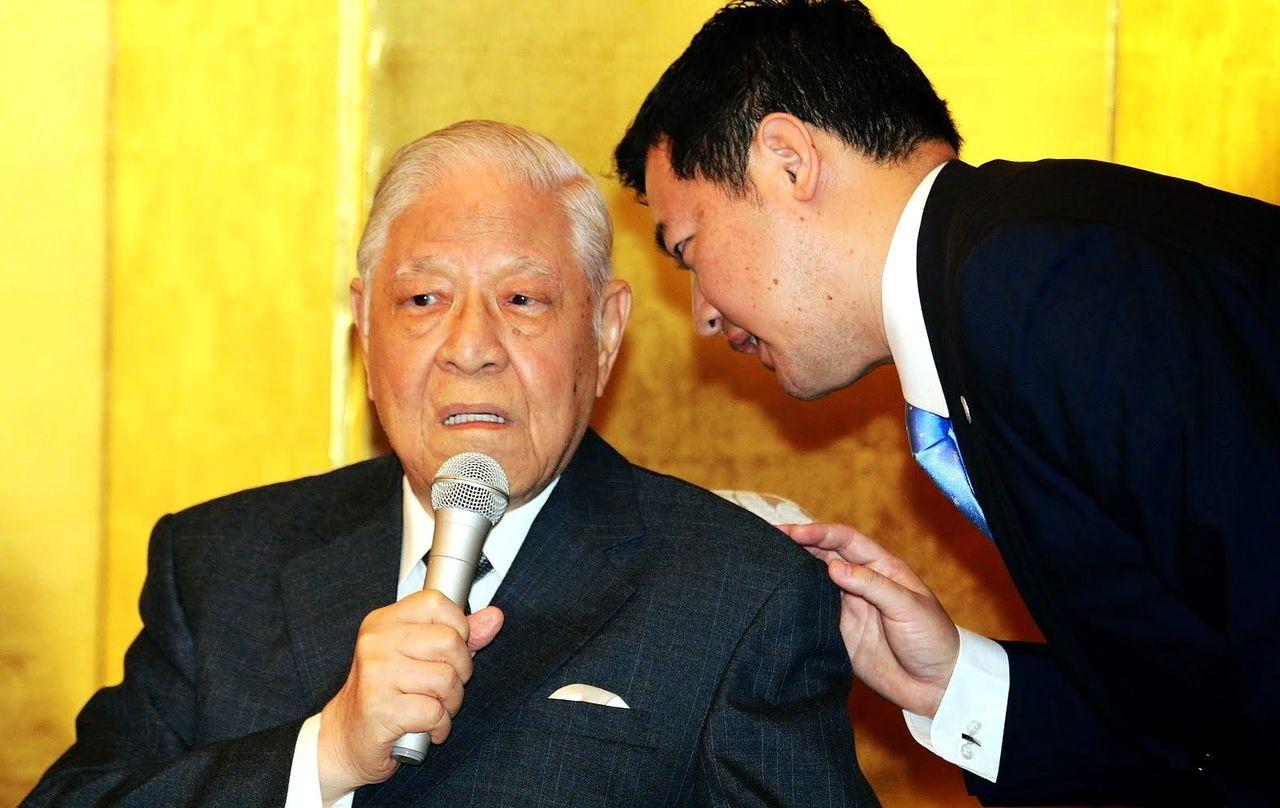 李登輝は総統退任後、日台交流のために何度も日本を訪れた。2014年9月に5年ぶりに訪日した際には、初めて北海道にも足を踏み入れた。写真は大阪での記者会見にて(早川友久氏提供)