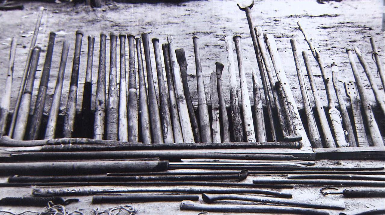 捕虜たちが手作りした野球のバット。決起の際にはこれを持って機関銃で武装する監視兵に立ち向かった ©瀬戸内海放送