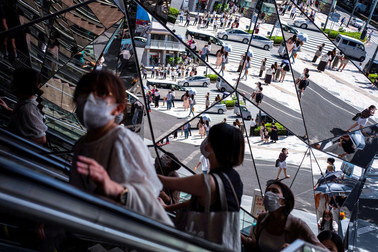 10月1日、総務省が発表した8月の完全失業率(季節調整値)は2.8%で、前月(2.8%)から横ばいだった。東京都で8月19日撮影(2021年 ロイター/Athit Perawongmetha)