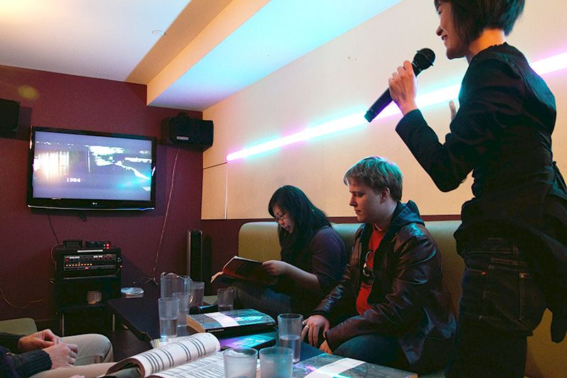 караоке с голосом исполнителя онлайн