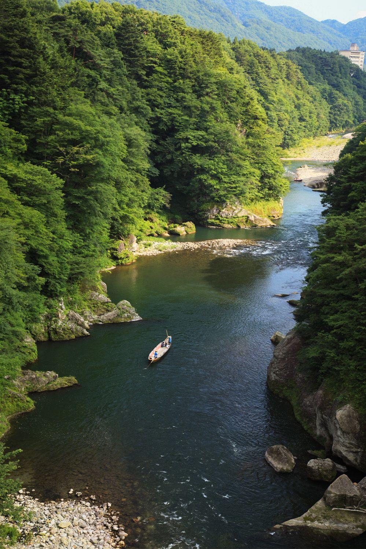 Долина реки Кинугава (фотография Ассоциации туризма и продукции префектуры Тотиги)