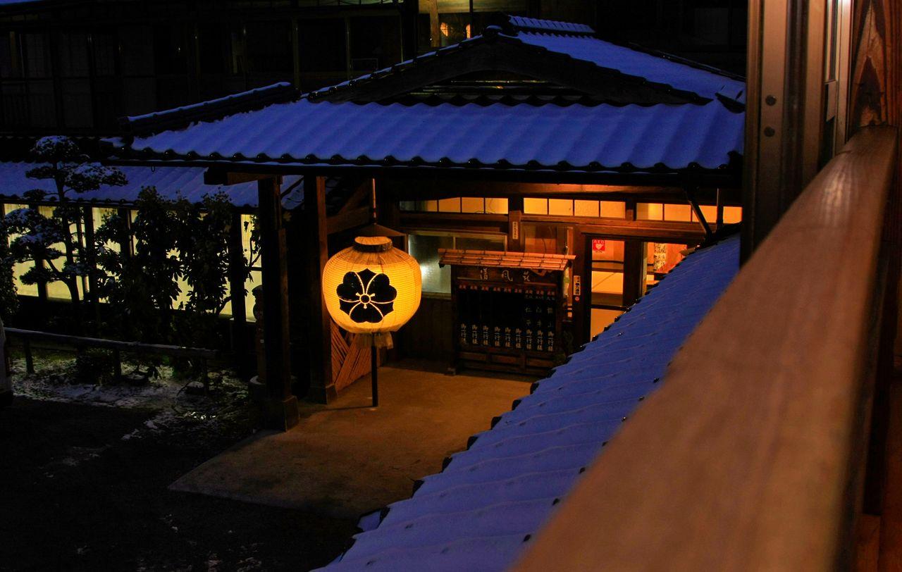 До землетрясения посещение рёкана обещало спокойное купание в эксклюзивной атмосфере (предоставлено компанией «Сэйфусо»)