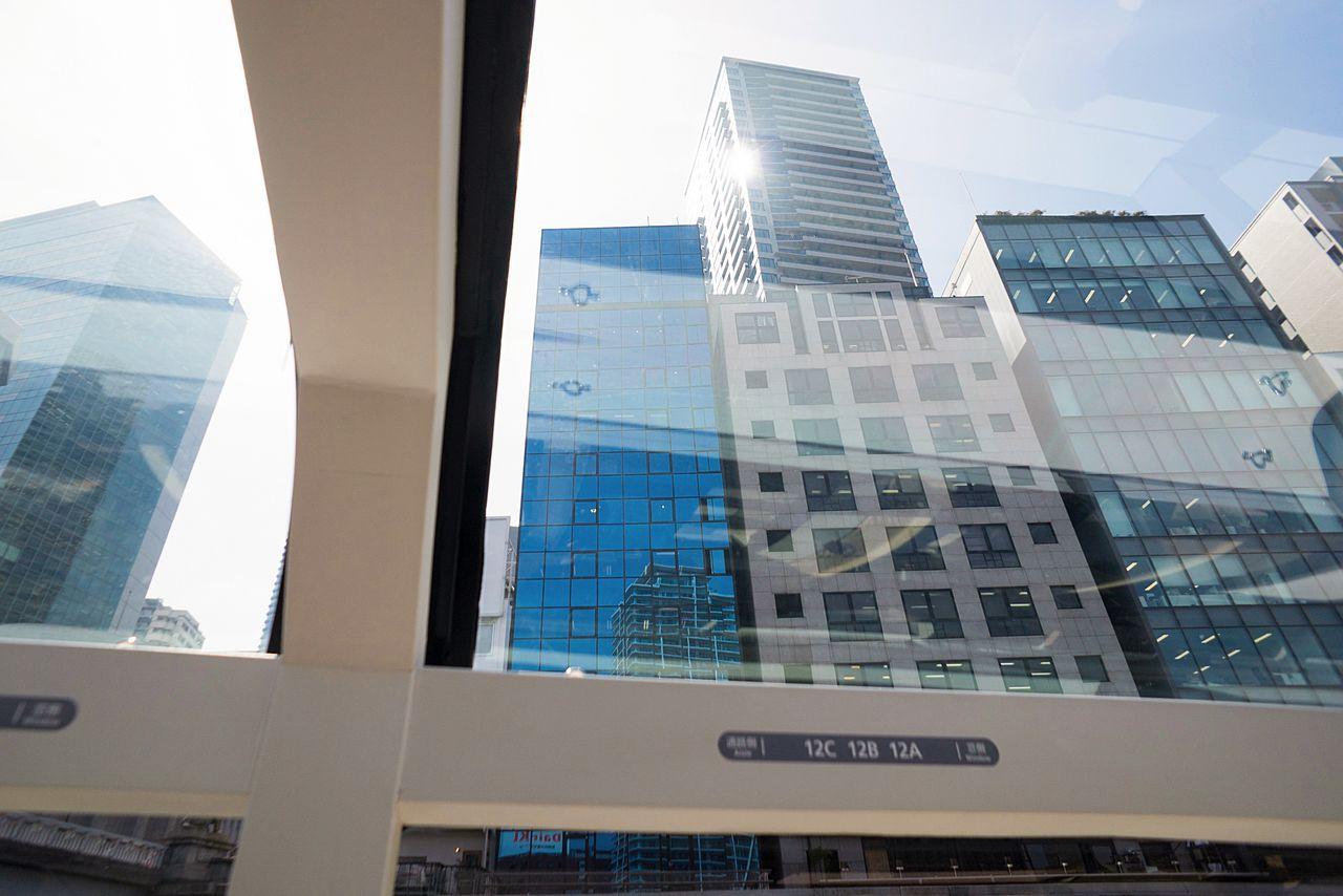 Стеклянная крыша обеспечивает великолепную панораму городских небоскрёбов