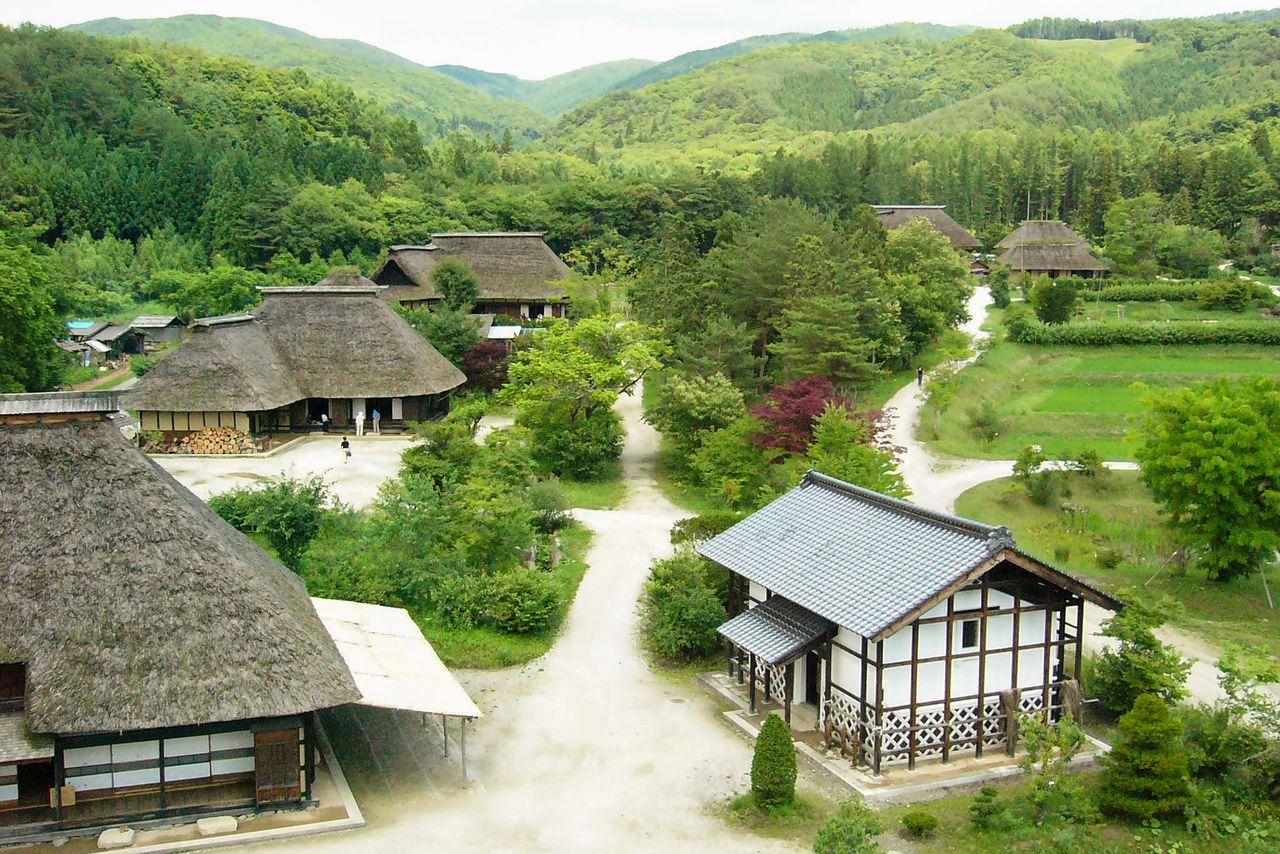 В деревне Тоно-фурусато можно увидеть, как Тоно выглядел в период Эдо (1603-1868) (предоставлено деревней Тоно-фурусато)