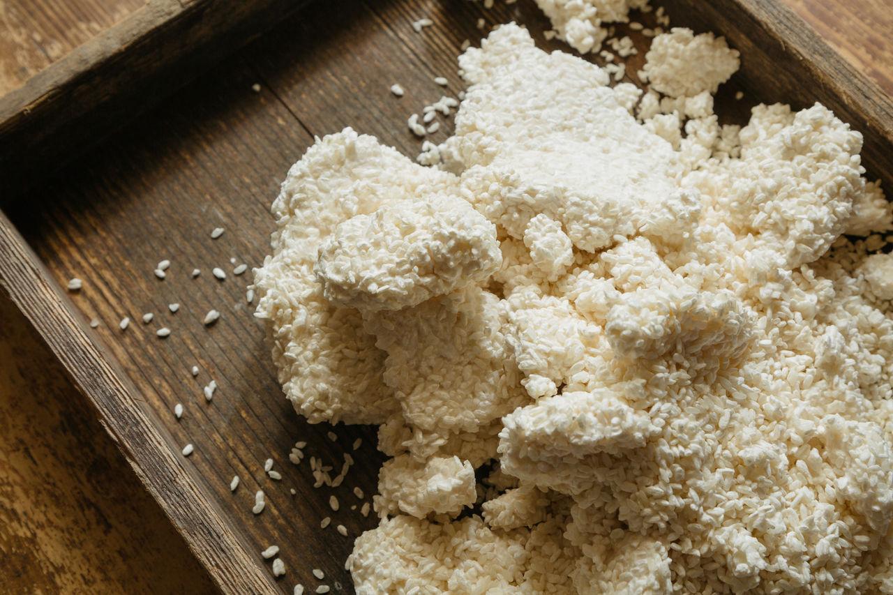Кодзи незаменим при производстве не только мисо, но и сакэ, уксуса и соевого соуса