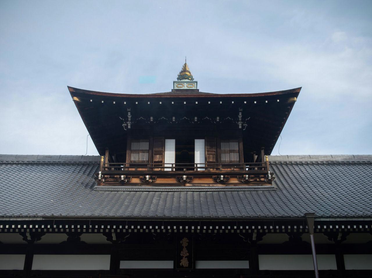 Посвящённый первому настоятелю храм Кайсандо; двухэтажная структура необычна для построек этого типа