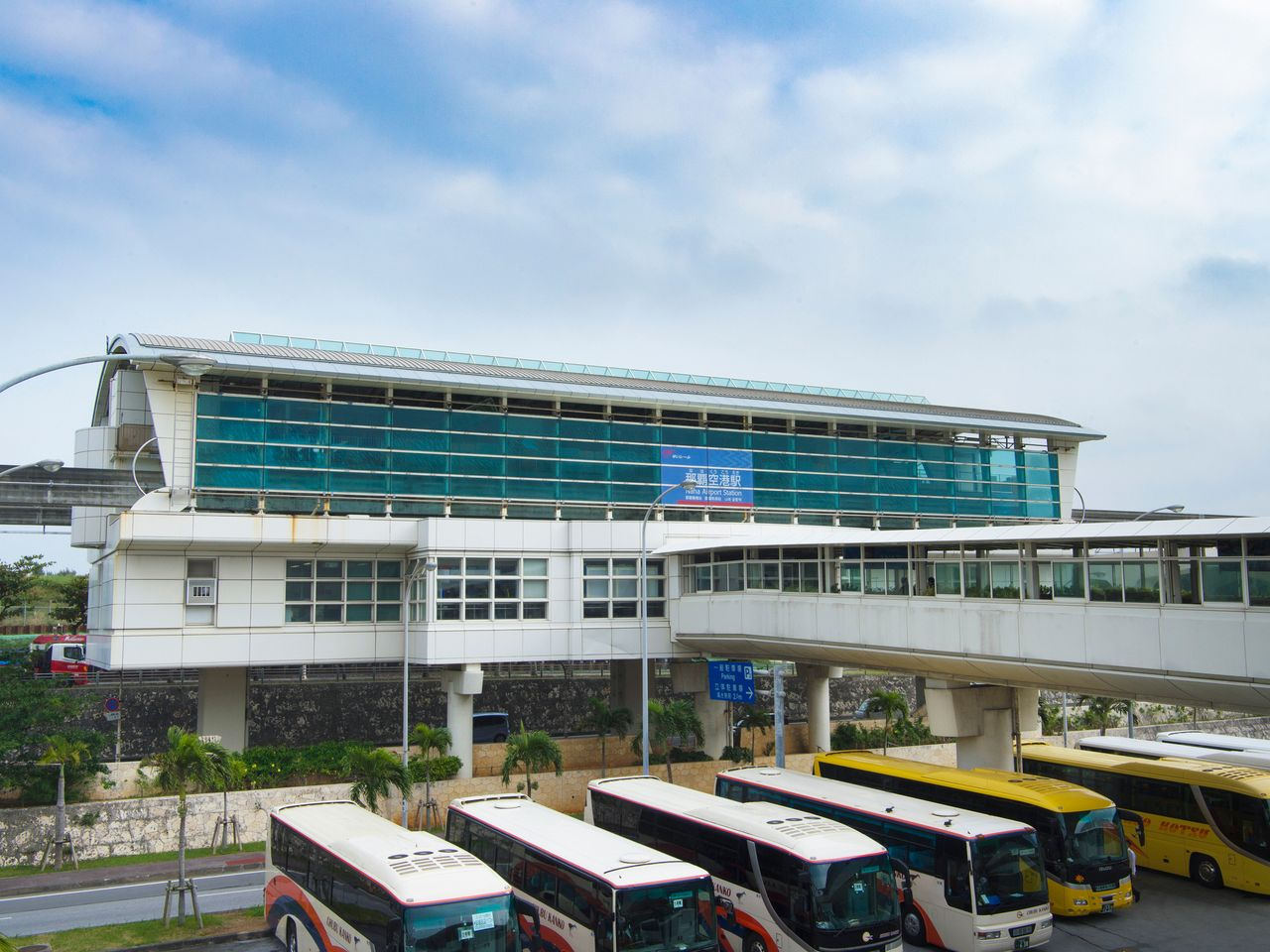 Переход на станцию «Юи-рейл» из аэропорта Наха