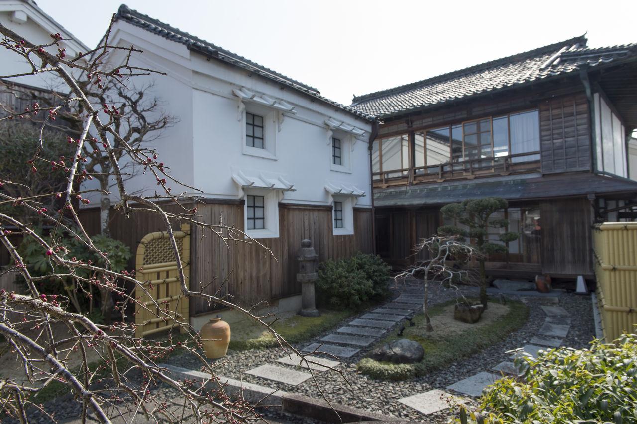 «Янасэя» предлагает индивидуальное размещение в настоящей матия. Изображенные на этом фото главное здание и склад построены около 100 лет тому назад