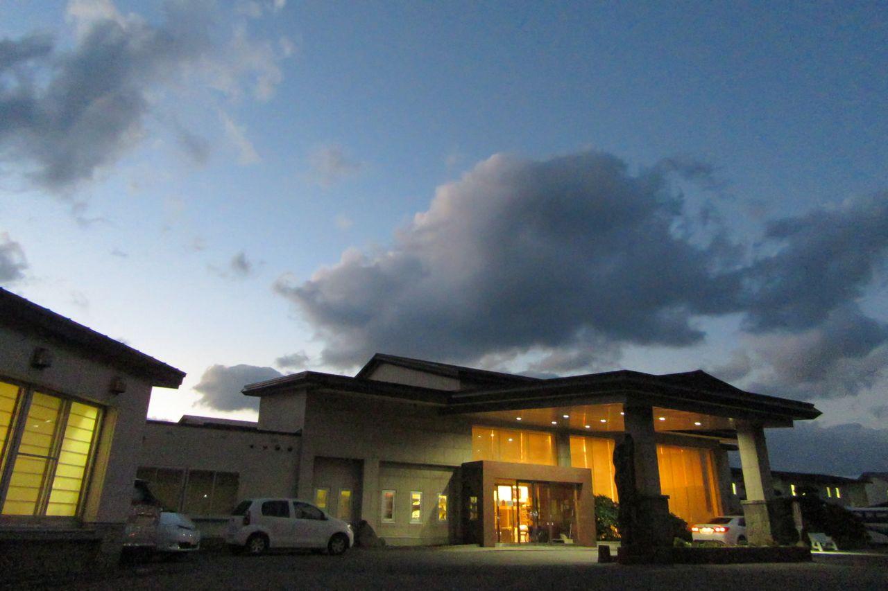 Гостиница на побережье Японского моря. Фото предоставлено «Коганэсаки Фурофуси Онсэн»