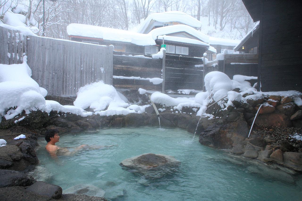 Горячие воды Магороку согревают и в зимнюю стужу