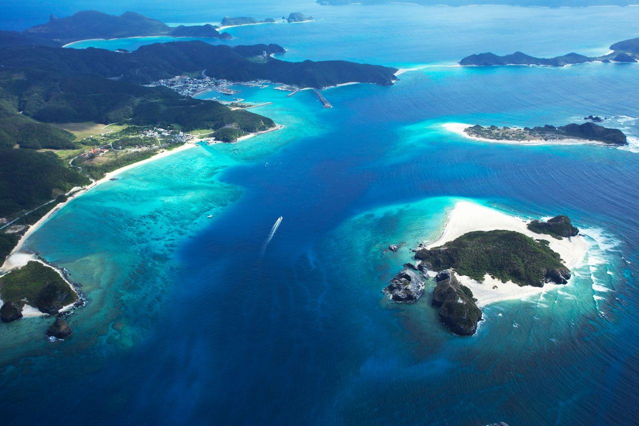 Прекрасный океан недалеко от деревни Дзамами на одноимённом острове (предоставлено OCVB)