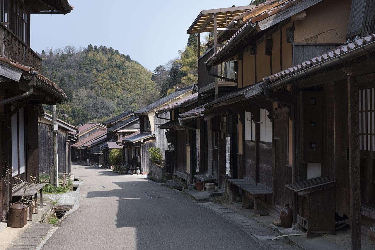 Здания на этой улице существуют с периода Эдо (1603-1868)