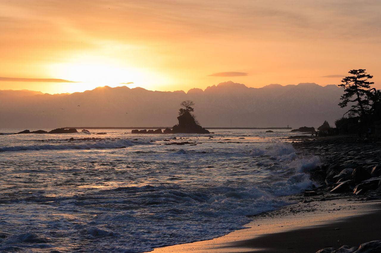 Восход солнца над побережьем Амахараси