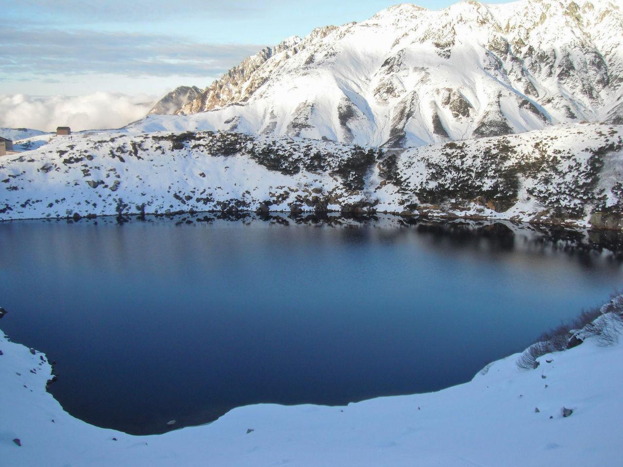 Озеро Микурига-икэ поздней осенью