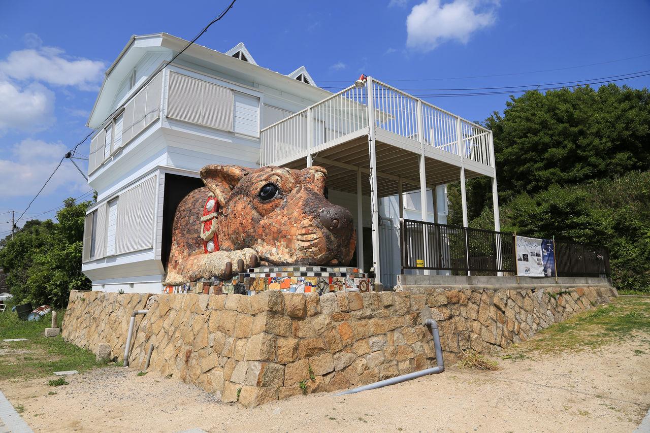 Работа скульптора и писателя Кавано Рюдзо «Собака Собачьего острова Инудзима»