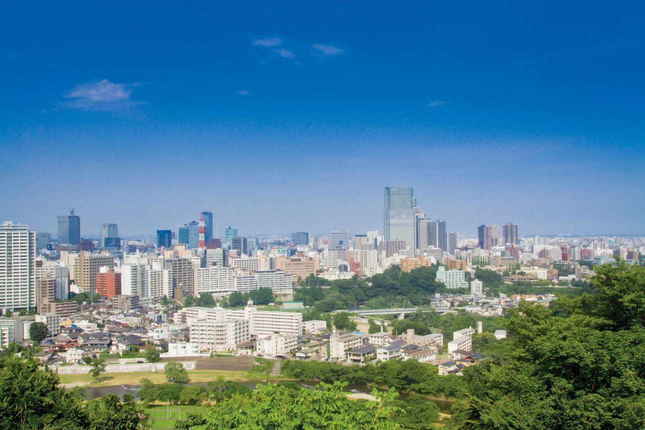 Вид на город с места, где располагался замок Сэндай на горе Аобаяма (фотография предоставлена Международной туристической ассоциацией г. Сэндай)