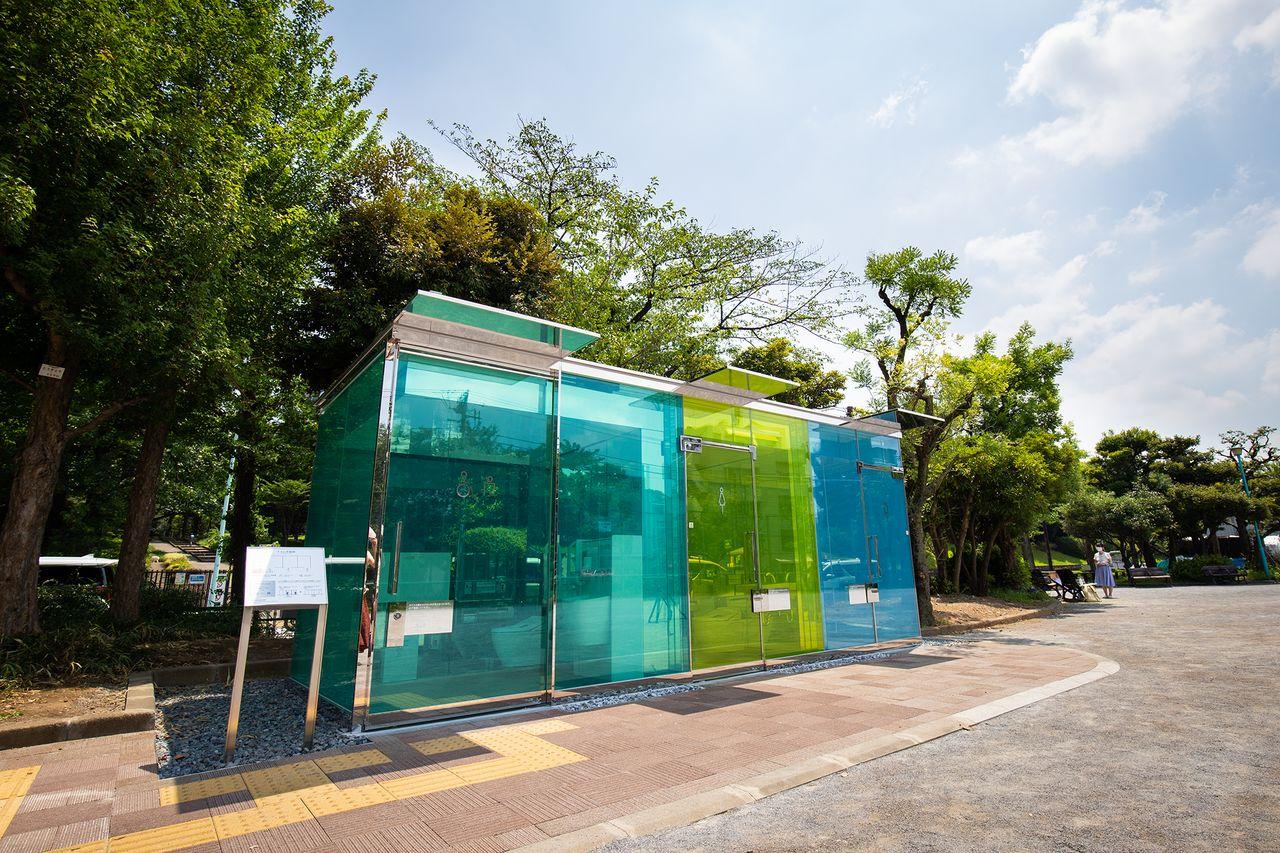 Туалеты в парке Харуноогава оформлены в холодных тонах, а в парке Ёёги-фукамати – в тёплых