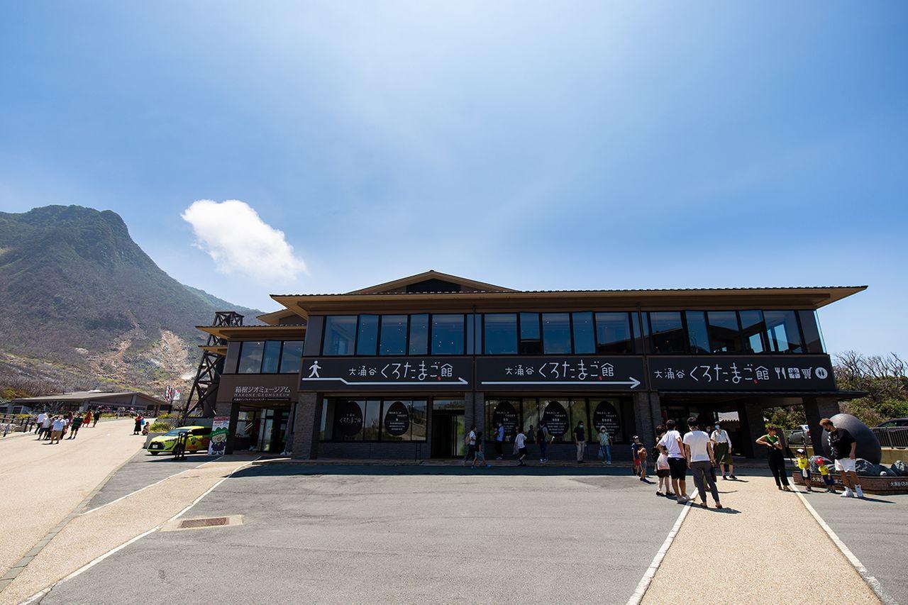 Геомузей Хаконэ на первом этаже «Куротамаго-кан» подробно рассказывает об истории вулкана Хаконэ