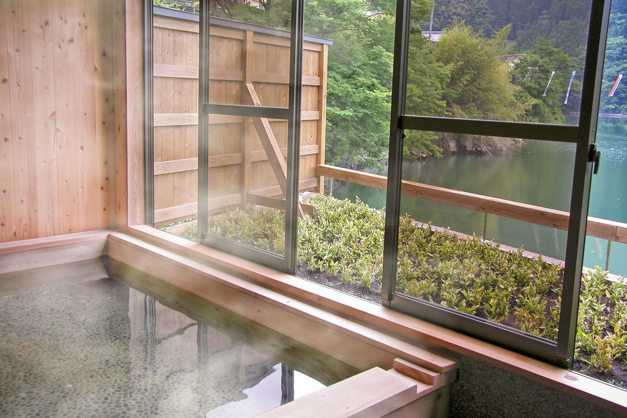 Иори-но-ю, общественная купальня в районе Тоцукава