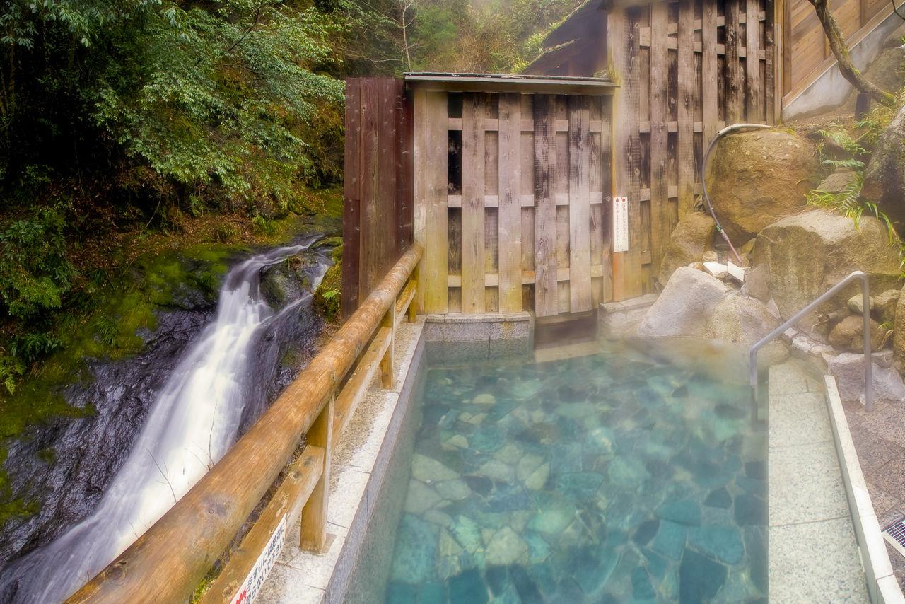 Ванна под открытым небом (ротэмбуро) в Таки-но-ю