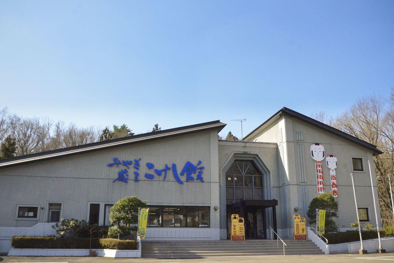 Музей кокэси Мияги Дзао в Тогатта-онсэн. Подобные заведения, где экспонируются кокэси, можно найти в разных местах региона Тохоку