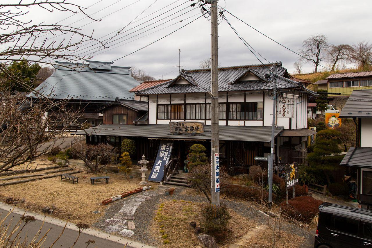 Мастерская «Хонкэ Дайкокуя». Коричневое здание слева – отреставрированный дом, в котором экспонируются изделия Хасимото