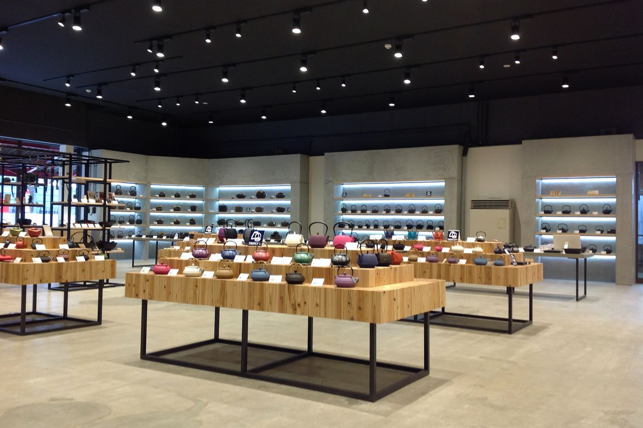 Магазин в Мориоке открылся после ремонта в ноябре 2019 года (© Iwachū)