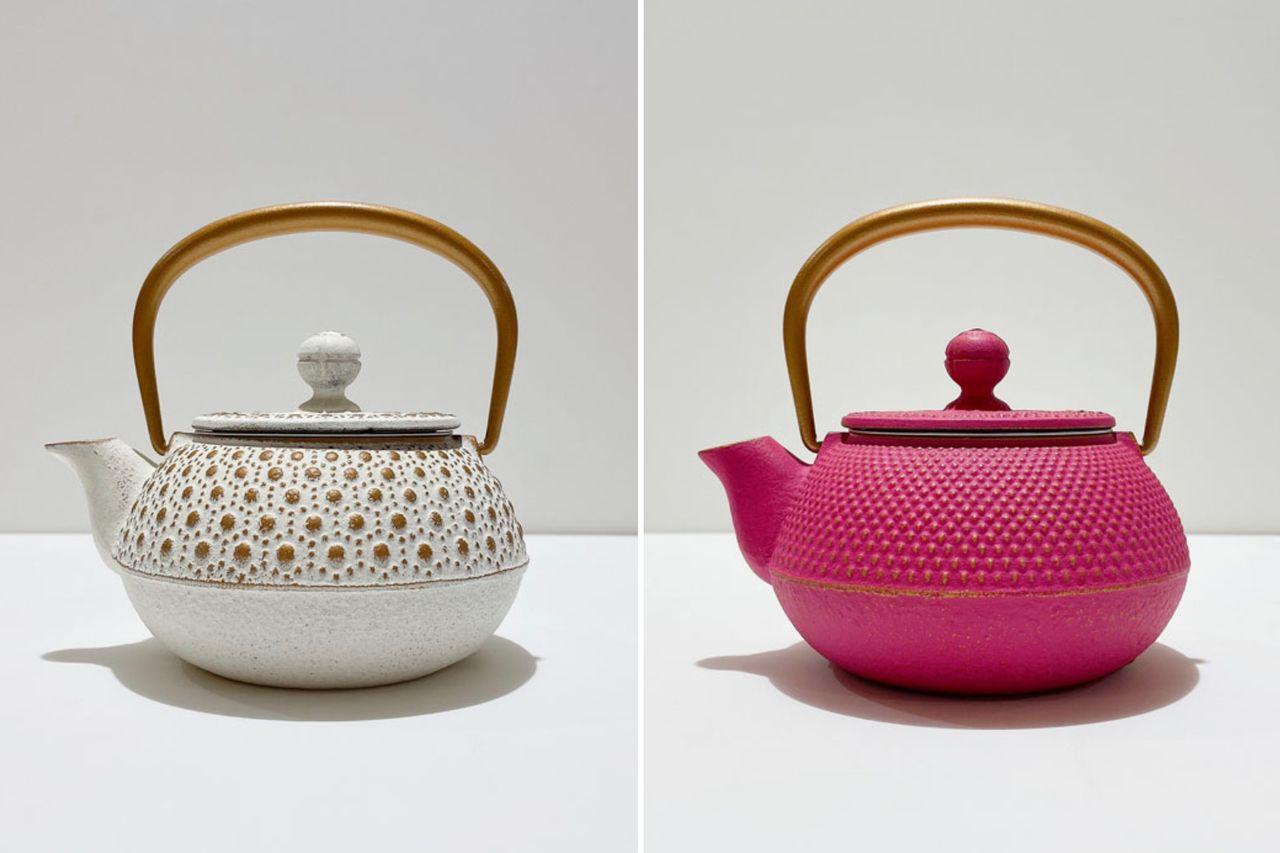 В Японии цена на разноцветные эмалированные изнутри чайники кюсу начинается от 7000 иен. За рубежом они стоят в 2,5 раза дороже, однако цена не останавливает зарубежных любителей (© Iwachū)