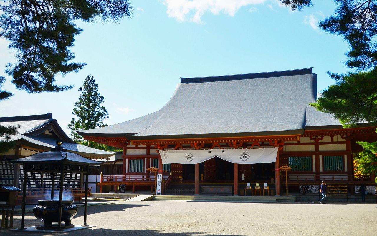 Главный павильон храма, реконструированный в 1989 году в стиле периода Хэйан (794-1192)