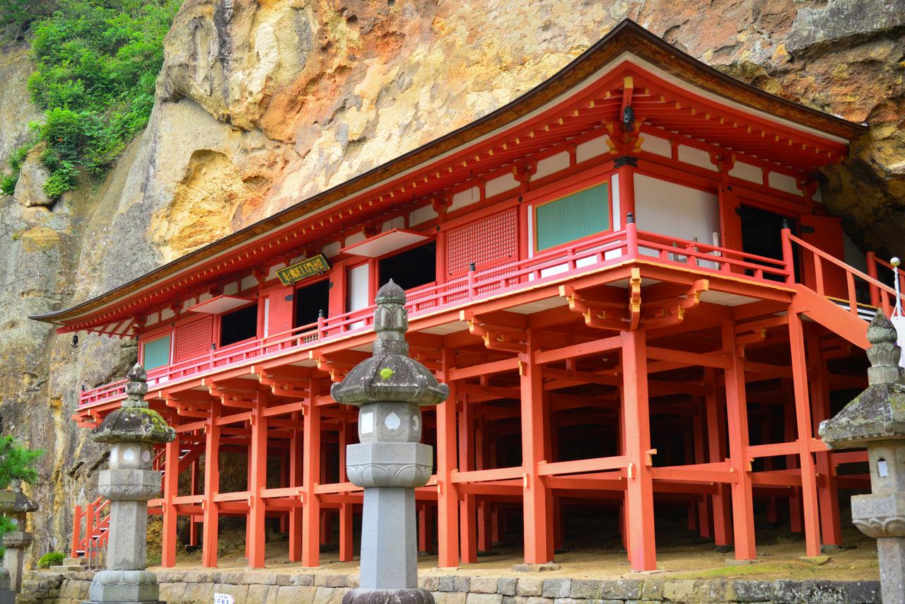 Павильон Таккоку-но ивая Бисямондо, построенный в стиле галереи кэнгай-дзукури