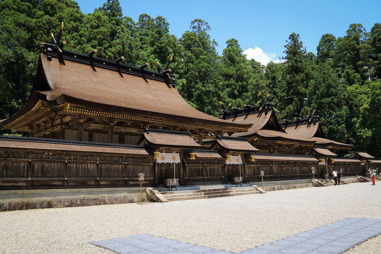 Святилище Кумано Хонгу-тайся (г. Танабэ) (фотография предоставлена Федерацией туризма префектуры Вакаяма)