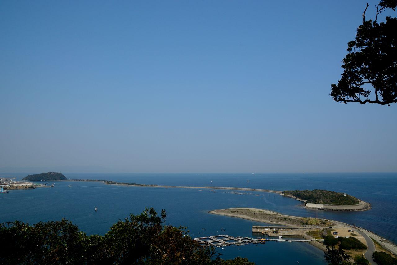 Остров Наруга, отмель примерно в 3 км в восточной части острова Авадзи (фотография: PIXTA)