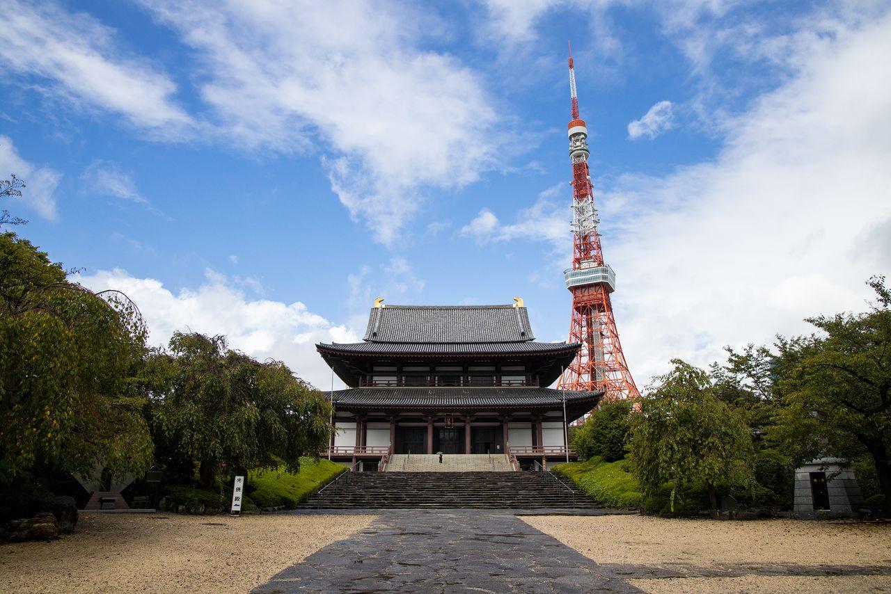 Дайдэн, Великий павильон храма Дзодзёдзи на фоне Токийской башни