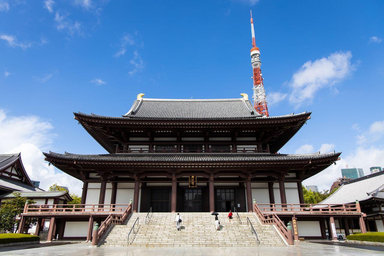 Благодаря близости Токийской башни храм является уникальным фоном для фотографий и фильмов. На ступенях Дайдэн со своей весенне-летней коллекцией 2021 года дебютировал японский модный бренд Atsushi Nakashima