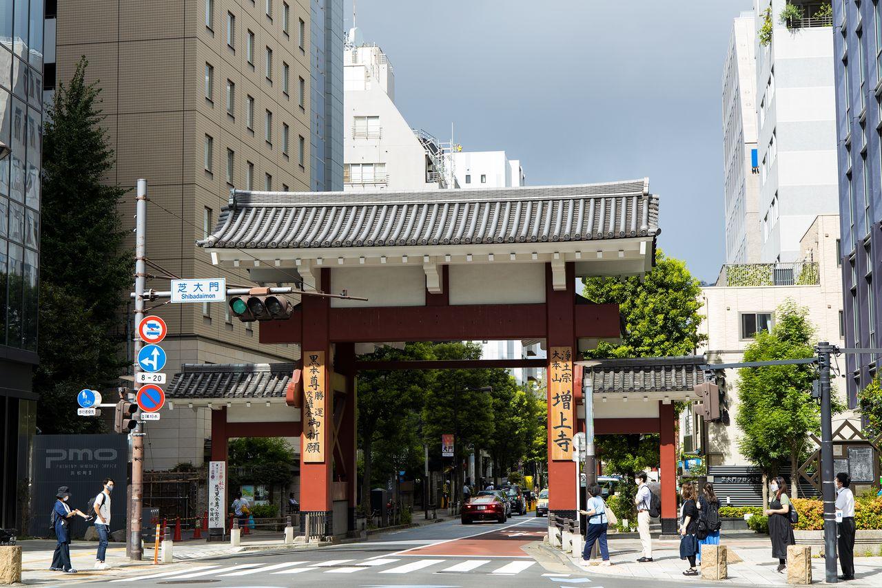 Правительство Мэйдзи уменьшило территорию Дзодзёдзи и передало землю недавно основанному городу Токио. В 2016 году столичное правительство вернуло место расположения ворот Даймон храму