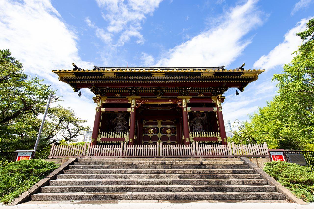 Ворота Нитэммон, являвшиеся входом в Юсёин, мавзолей сёгунов Токугава; это важное культурное достояние национального значения находится на территории отеля Prince