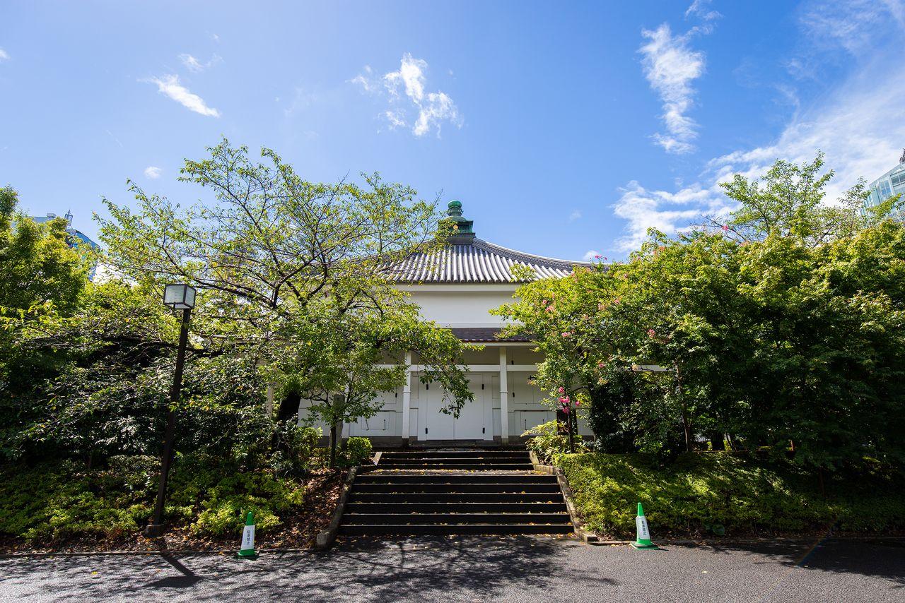 Хранилище сутр в Дзодзёдзи, первоначально построенное в 1613 году, было реконструировано в 1799 году; оно зарегистрировано как культурное достояние Токио