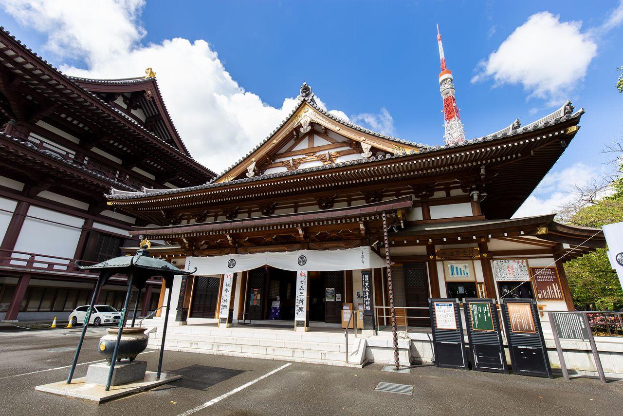 Павильон Анкокудэн был назван в честь буддийского имени Токугавы Иэясу – Анкокуин. Посетители могут приобрести амулеты и предметы, используемые для различных буддийских служб, в специальном киоске