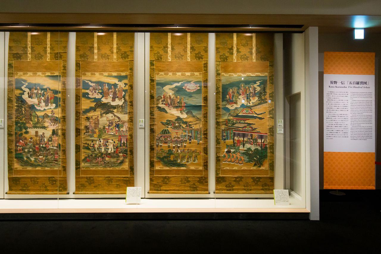 Работы из 100 свитков художника периода Эдо Кано Кадзунобу с изображениями 500 учеников Будды
