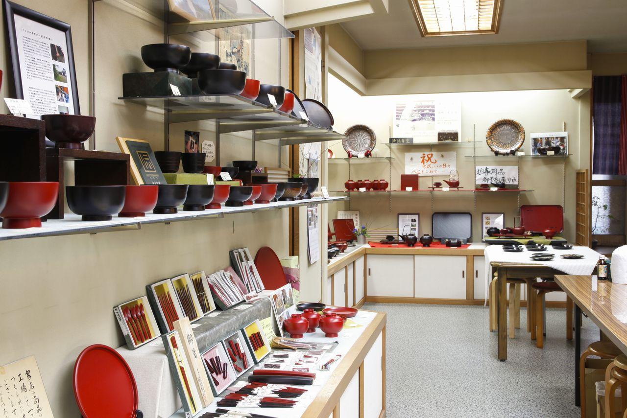 Лаковые изделия в магазине «Уруми когэй» (© Shoepress)