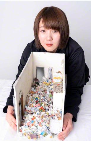 «Кодокуси в захламлённой квартире» и автор миниатюры