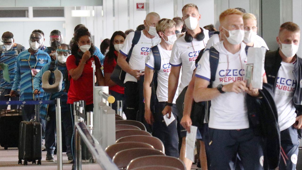 Аэропорт Нарита на пике заезда олимпийцев (© Jiji)