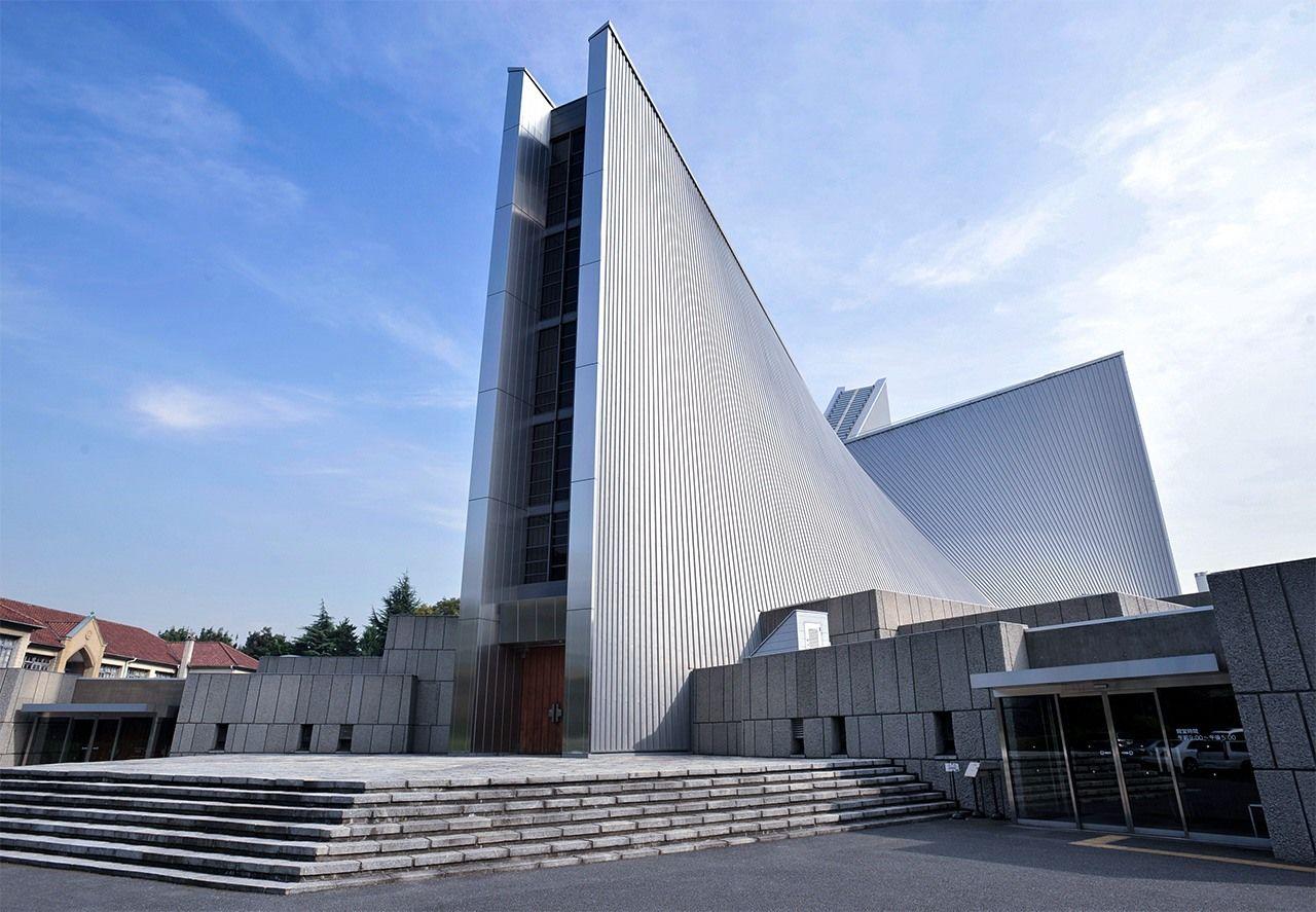 Собор Пресвятой Девы Марии имеет свой особый модернистский дизайн(© Jiji)