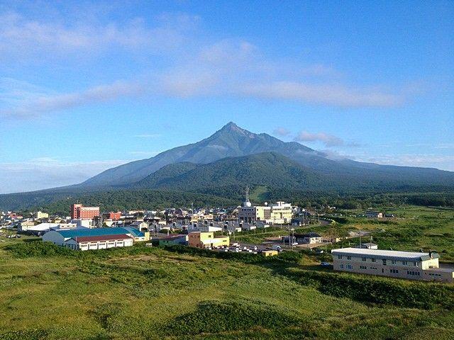 Вид на гору Рисири летом (предоставлено Министерством окружающей среды)