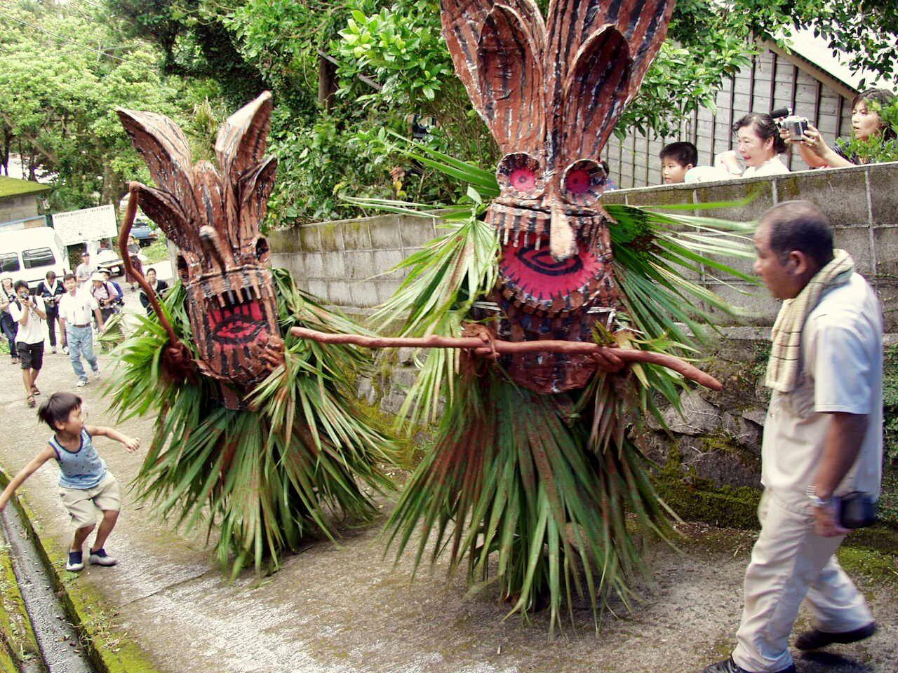 Ритуал явления божеств бодзэ в масках, внесенный в список Всемирного нематериального культурного наследия, можно увидеть только на Акусэкидзиме (Jiji Press)