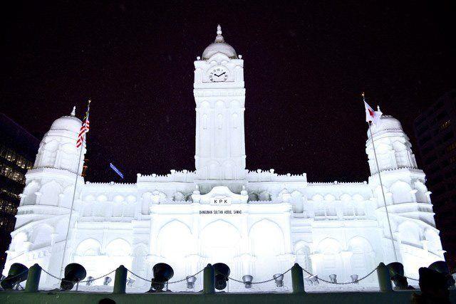 Снежный фестиваль в Саппоро известен детальными ледяными скульптурами