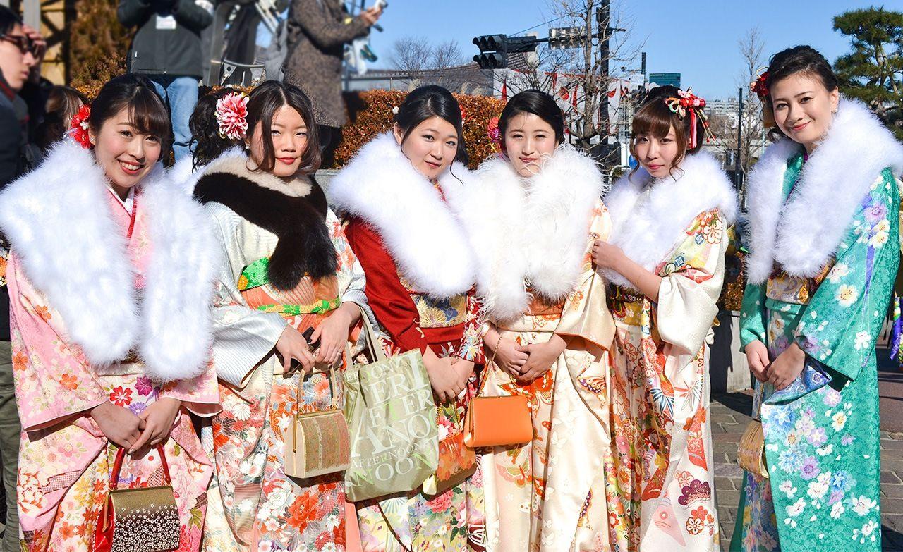 Новые взрослые, одетые в кимоно, в День совершеннолетия (предоставлено Даниэлем Рубио)
