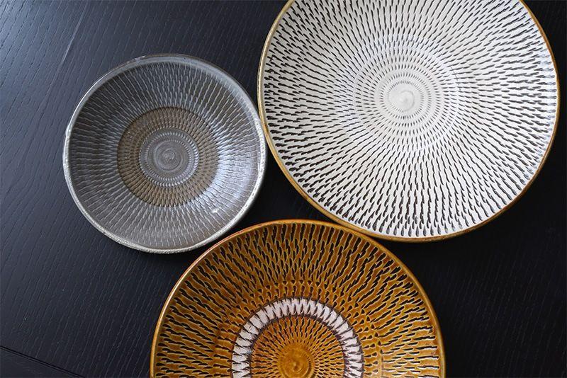 Посуда онта из префектуры Ойта с мелким ритмичным узором тоби-ганна