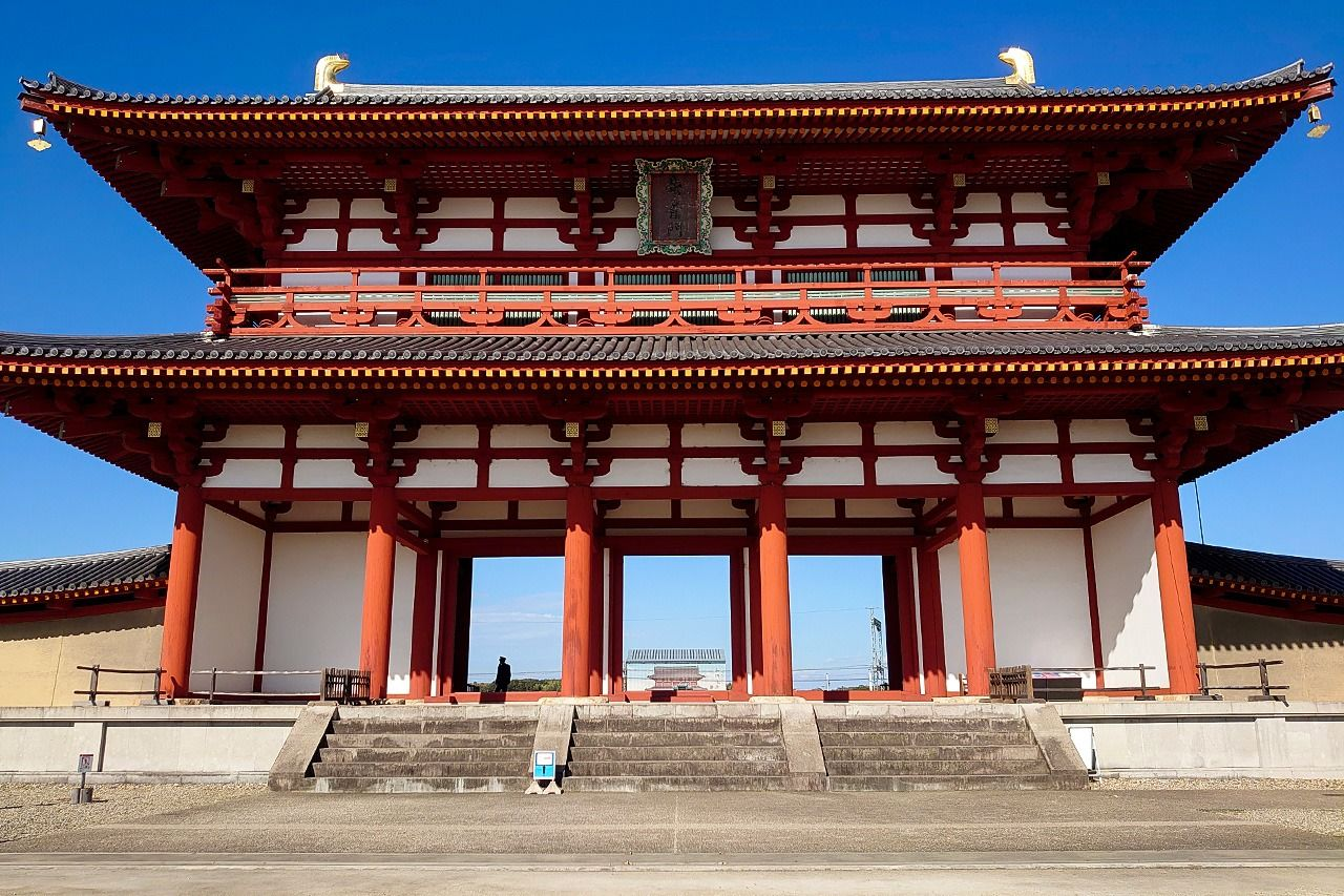 Фасад ворот Судзакумон дворца Хэйдзё (фото автора)