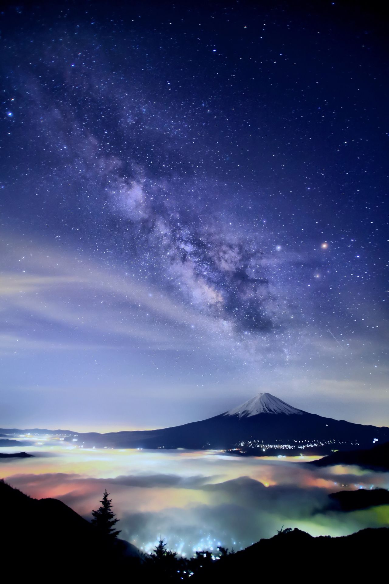 Хасимуки известен и прекрасными ночными фотографиями. Здесь горы, Млечный Путь и море облаков, освещённых городскими огнями, создают захватывающую визуальную гармонию